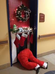 Simple Office Christmas Decorations - best 25 christmas door decorations ideas on pinterest christmas