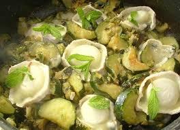 cuisiner courgettes poele recette de poêlée de courgettes au chèvre et à la menthe la
