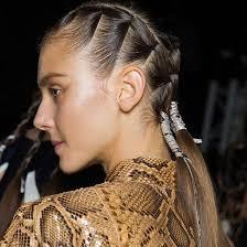 Frisuren Lange Haare Eckiges Gesicht by Schlank Dank Frisur 5 Frisuren Die Das Gesicht Schmaler Wirken