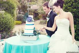 wedding cake cutting cake cutting tips 10 do s and don ts emmaline