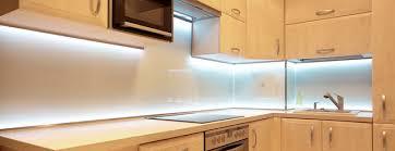 ruban led cuisine nouveau passez à l éclairage led ça change la vue