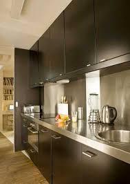 plan de travail cuisine noir cuisine avec plan de travail et crédence en inox déco