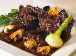 cuisiner un boeuf bourguignon comment préparer le bœuf bourguignon recette et astuces