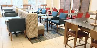 Rent A Center Dining Room Sets by Holiday Inn Express U0026 Suites White River Junction Hotel By Ihg