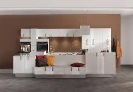 cuisine blanche mur framboise couleur mur cuisine blanche cuisine acquipace brico depot cuisine