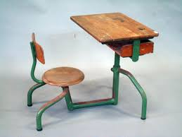bureau prouvé jean prouve bureau d écolier à structure en d acier laqués vert