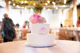 erin u0026 nick u0027s dreamy brisbane wedding cake with bird and boy
