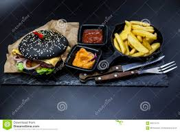 o fr cuisine set of the black burger plate with black burger roll slices