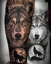 imagenes sorprendentes de lobos tatuaje de un lobo de estilo black and grey en el antebrazo
