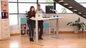 bureau assis debout pourquoi choisir un bureau assis debout