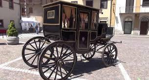 carrozze d epoca gran sfilata di carrozze d epoca sul lungomare caracciolo di napoli