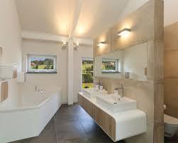 badezimmer mit eckbadewanne chestha badezimmer hell idee