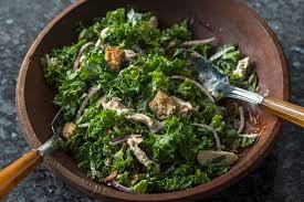 cuisiner le chou frisé salade césar de chou frisé au poulet pour deux kraft canada