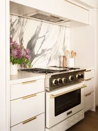 white kitchen cabinets with backsplash these backsplash ideas bring out the best of white kitchen