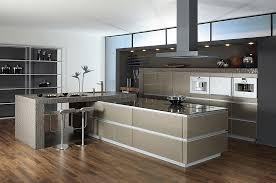 luxus küche offen geplante luxusküche mit glasfronten in ingwermetallic
