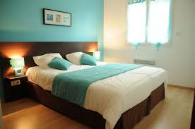 chambre et turquoise visiter bordeaux à pied via les chambres de camille sur