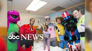 halloween costumes news nfl stars visit children u0027s hospital in halloween costumes youtube