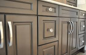 knobs or pulls on kitchen cabinets home decoration ideas