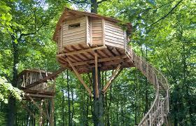 chambre d hote cabane dans les arbres cabanes perchées de 7 à 13 mètres de haut tout confort à seulement