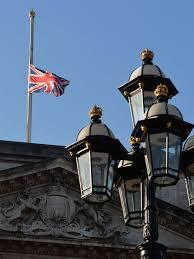 buckingham palace flag mast u0027emergency meeting