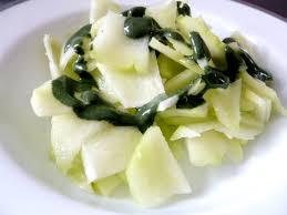 cuisiner la chayotte chayotte crue sauce spiruline un légume exotique
