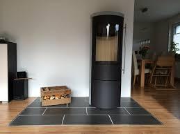 Wohnzimmer Modern Mit Ofen Fliesen Ins Laminat Einlassen Statt Kaminofen Bodenplatte