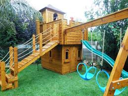 Backyard Play Houses by Outdoor Playhouses For Kids Recycled Things