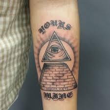 pyramid tattoo back google search egyptian tattoo ankh eye of