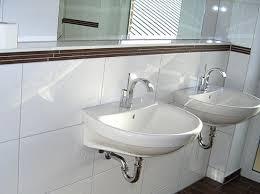 fernseher f r badezimmer bordre badezimmer bad beige fliesen mit bordre formatzweck on
