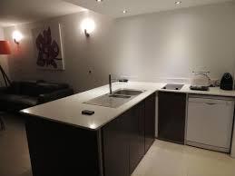 lave cuisine coin cuisine avec lave vaisselle machine à laver micro onde