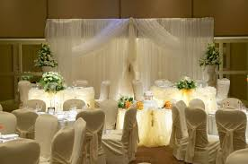 decorating elegant wedding table centerpieces with decorative