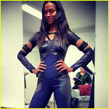 gamora costume zoe saldana reveals post baby in gamora costume zoe
