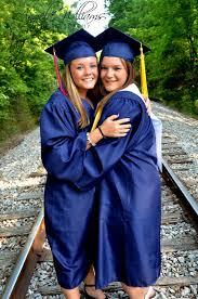 homeschool graduation cap and gown best friend graduation picture cap and gown barn country