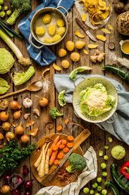 les fonds de cuisine scène de cuisine préparant les légumes d automne automne sur un