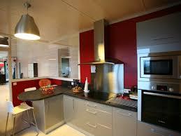 interieur cuisine moderne cuisine moderne avec mur peint en et verrière intérieur on