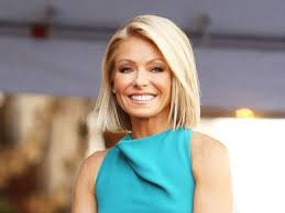 how does kelly ripa style her hair kelly ripa on anderson cooper and her at home style