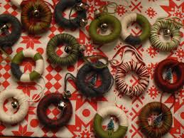 mini yarn wrapped wreath ornaments little house design