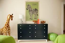 chambre la girafe une déco savane dans la chambre de bébé