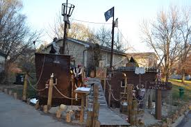pirate halloween decorations gives shiver to the guests by