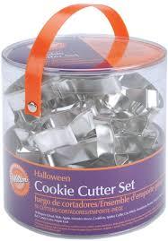 amazon com wilton halloween metal cookie 18 piece cutter set