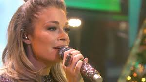 singer leann rimes wallpapers leann rimes sings u0027celebrate me home u0027 for the holidays today com