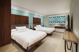 tru by hilton hotel rooms in savannah ga