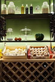 dans la cuisine de maison lautrec quintessence de pigalle interiors