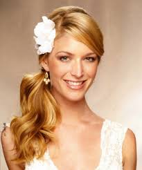 brides maid hairstyle 1000 ideas about bridesmaids hairstyles on