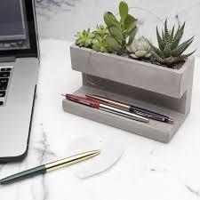 les de bureau led jardinières de bureau materialistic desks and interiors