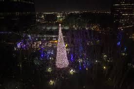 annual south coast plaza tree lighting ceremony daily pilot