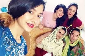 iranian women s hair styles meninhijab iranian men don headscarf to challenge strict veil law