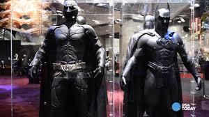 ben affleck u0027s u0027batman u0027 costume unveiled at comic con youtube