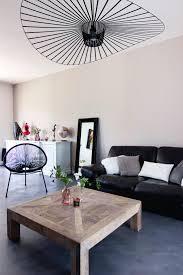 fauteuil et canapé salon moderne gris et bois canapé en cuir noir suspension vertigo