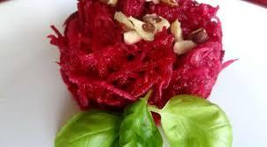 cuisiner betterave crue salade de betterave crue et concombre aux noisettes la tendresse